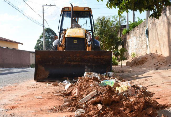 Prefeitura intensifica trabalho de limpeza nos bairros